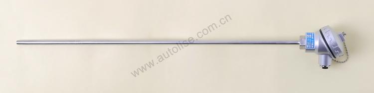 AT31系列热电偶是由两极热电偶丝一头焊成测温点并套上双孔耐高温绝缘陶瓷碍子后放入金属保护管内,一头两极分别接在小接线盒内的陶瓷接线板正、负极上而组成的小接线盒式热电偶。一般用于测量0~900的场合,其特点是探杆直径越细反应速度越快。此系列热电偶使用时若接线盒处不是常温,请务必用热电偶线或补偿导线连接至仪表。